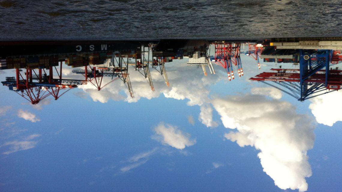 Containerschiffe im Hafen sorgen für dicke Luft in Hamburg