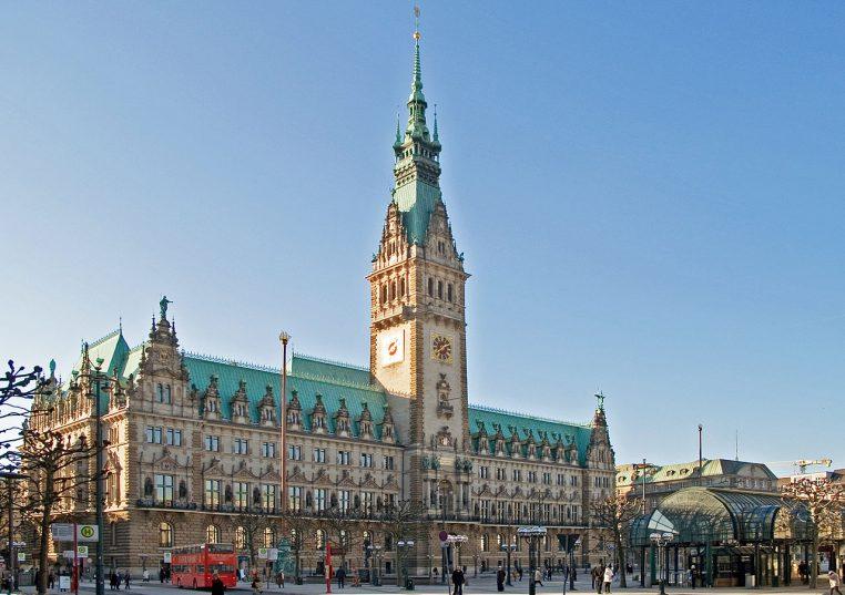 1280px-Hamburg-Rathaus-Rathausmarkt (1)
