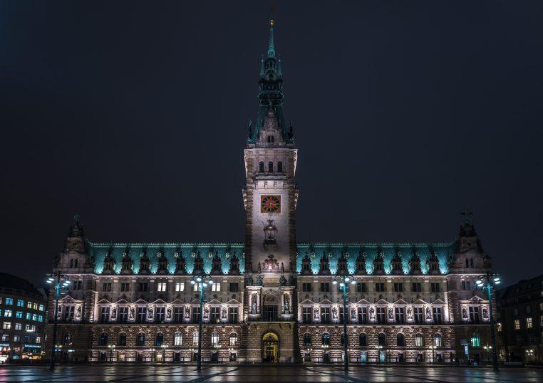Rathaus_Hamburg_bei_Nacht (1)